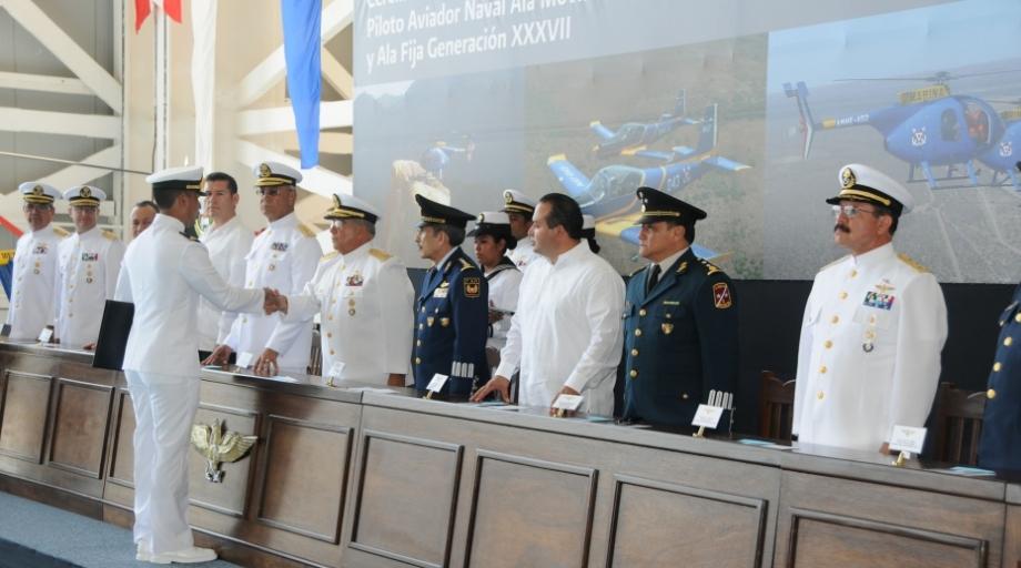 Marinos se gradúan en la especialidad de Piloto Aviador Naval ...
