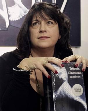 """Agradecida"""" autora de Cincuenta sombras de Grey  Protestaurbana"""