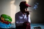 Iham Haid fuma dos cajetillas de cigarros al día, empezó a hacerlo cuando tenía cuatro años. / Foto: Michelle Siu- TIME