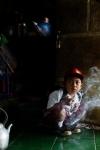 Dihan Muhamad se fuma su primer cigarro a las 7 de la mañana, antes siquiera de llegar a la escuela y tomar su primera clase. / Foto: Michelle Siu- TIME