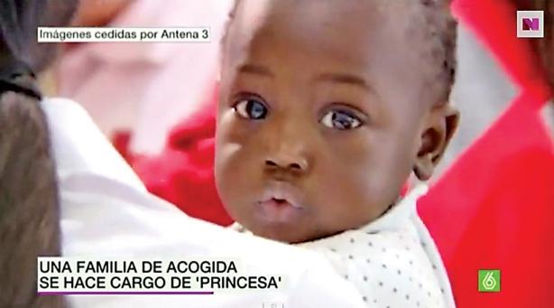 El caso de Fátima, una bebé de 8 meses que llegó sola a España, conmovió a ese país. Sus padres no viajaron con ella desde Marruecos porque la policía se los impidió. Imagen tomada de: www.youtube.com