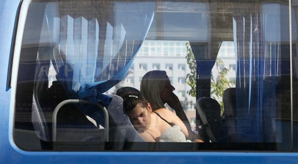 Abandonan sus  hogares. De acuerdo con la ONU, más de medio millón de personas en Ucrania se han convertido en desplazados internos, refugiados o demandantes de asilo en otros países debido al conflicto que azota al país.