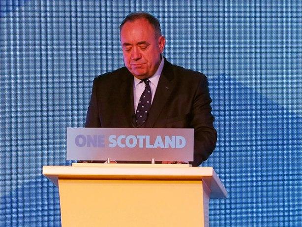 El líder del SNP señaló que tras su dimisión seguirá siendo un miembro más del parlamento escocés de Holyrood con sede en esta ciudad.