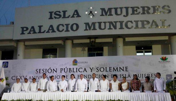 Isla Mujeres forma parte del gigante turístico más importante de Latinoamérica que se llama Quintana Roo, Estado Libre y Soberano que está a punto de cumplir 41 años de identidad, señala Roerto Borge.